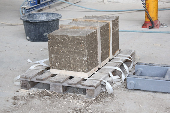 Stampflehm Block