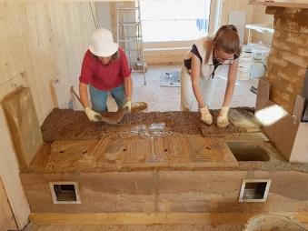 frauenbaustelle im Praktikum bei Ralph Künzler: Lehmofenbau in Lenzburg