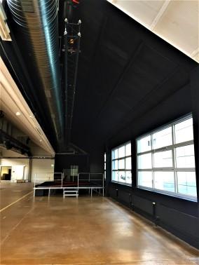 Bühnenbereich schwarz